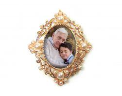 Relicário  Medalha para Buque dourada com pérolas